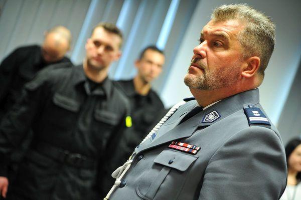 od nowego roku w policyjnym mundurze, zdjęcie 3/30