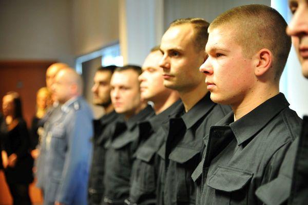 od nowego roku w policyjnym mundurze, zdjęcie 6/30