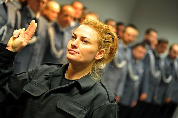 od nowego roku w policyjnym mundurze, zdjęcie 11/30