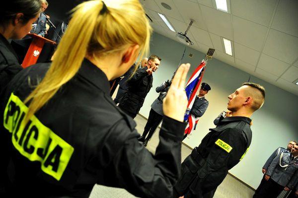 od nowego roku w policyjnym mundurze, zdjęcie 12/30