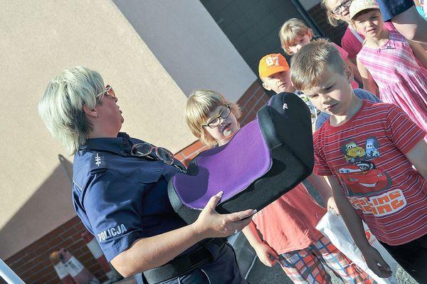 policja uczy dzieci jak bezpiecznie wypoczywac , zdjęcie 3/30