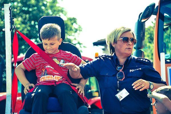 policja uczy dzieci jak bezpiecznie wypoczywac , zdjęcie 4/30
