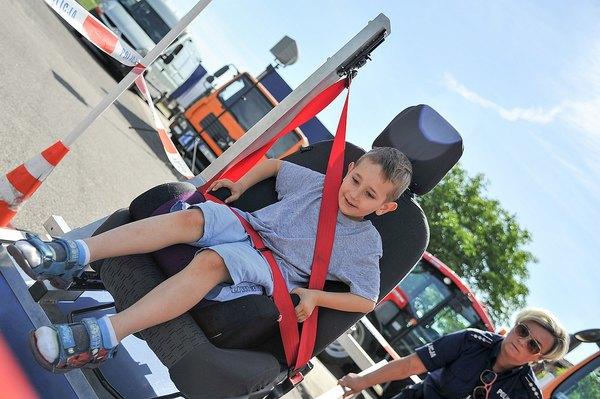policja uczy dzieci jak bezpiecznie wypoczywac , zdjęcie 5/30