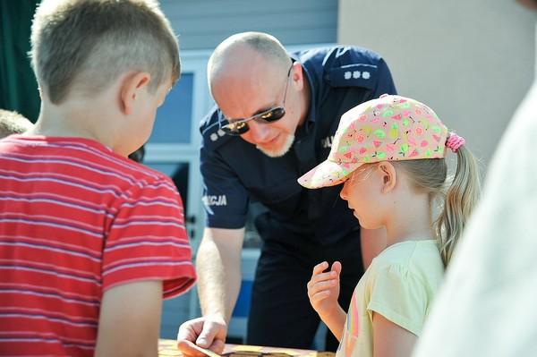 policja uczy dzieci jak bezpiecznie wypoczywac , zdjęcie 7/30
