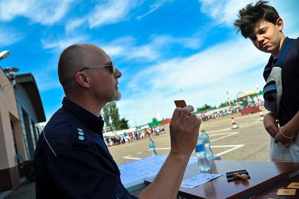 policja uczy dzieci jak bezpiecznie wypoczywac , zdjęcie 15/30