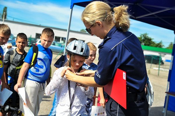 policja uczy dzieci jak bezpiecznie wypoczywac , zdjęcie 21/30