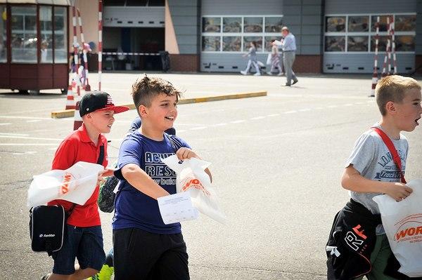policja uczy dzieci jak bezpiecznie wypoczywac , zdjęcie 25/30