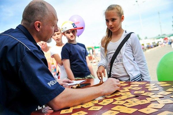 policja uczy dzieci jak bezpiecznie wypoczywac , zdjęcie 26/30