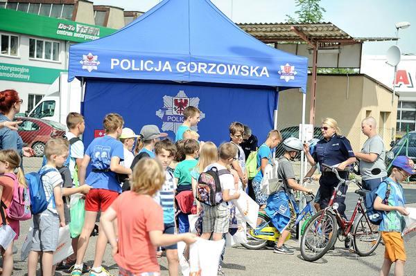policja uczy dzieci jak bezpiecznie wypoczywac , zdjęcie 29/30