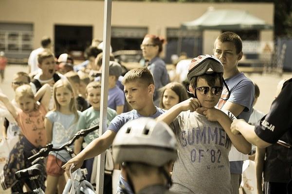 policja uczy dzieci jak bezpiecznie wypoczywac , zdjęcie 30/30