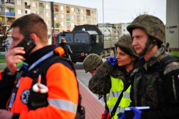 uzbrojeni napastnicy zaatakowali na stacji paliw , zdjęcie 17/55