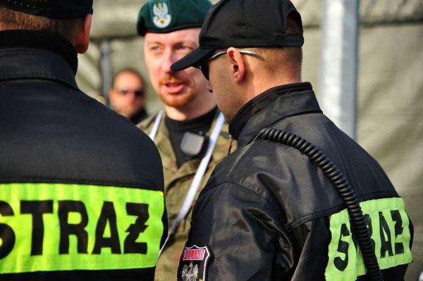 uzbrojeni napastnicy zaatakowali na stacji paliw , zdjęcie 25/55