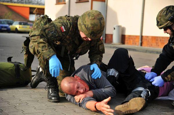 uzbrojeni napastnicy zaatakowali na stacji paliw , zdjęcie 41/55