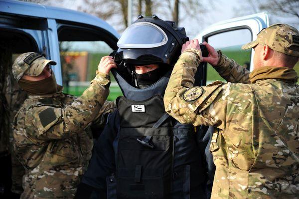 uzbrojeni napastnicy zaatakowali na stacji paliw , zdjęcie 44/55