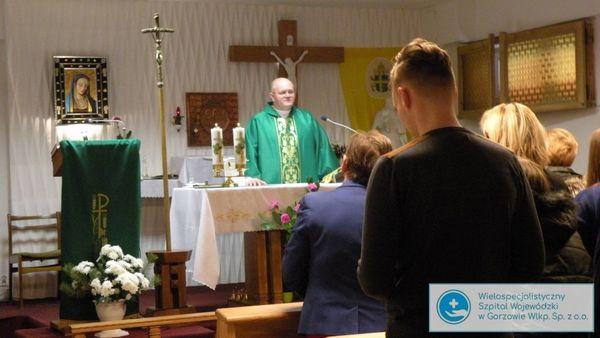 biskup litynski odwiedzil chorych, zdjęcie 1/14