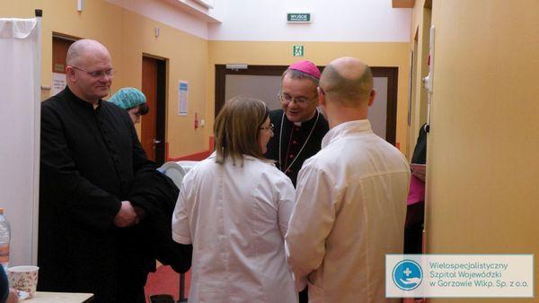 biskup litynski odwiedzil chorych, zdjęcie 10/14