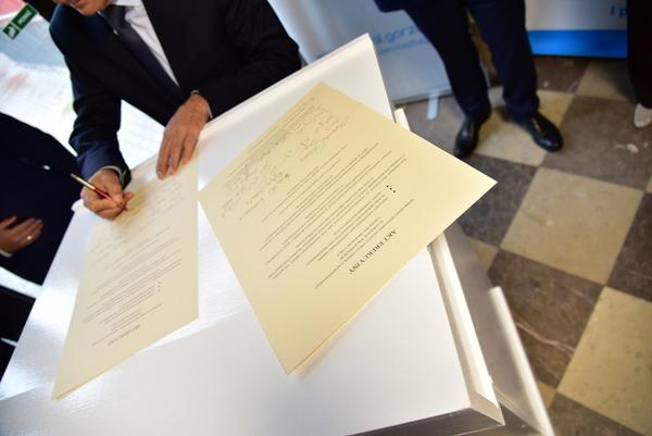 to byla wazna chwila podpisano akt erekcyjny, zdjęcie 32/41