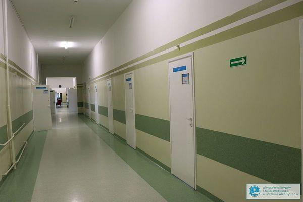 pierwsi pacjenci jednoimiennego szpitala zakazneg, zdjęcie 1/3